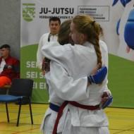 Jana (rot) und Vivienne (blau)